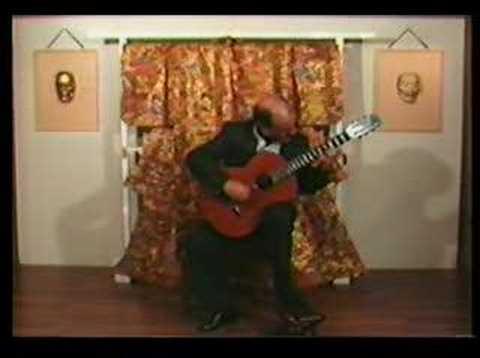 和服をバックに・・・ J.L.ゴンザレスが弾くグラナドスの『ゴヤの美女』