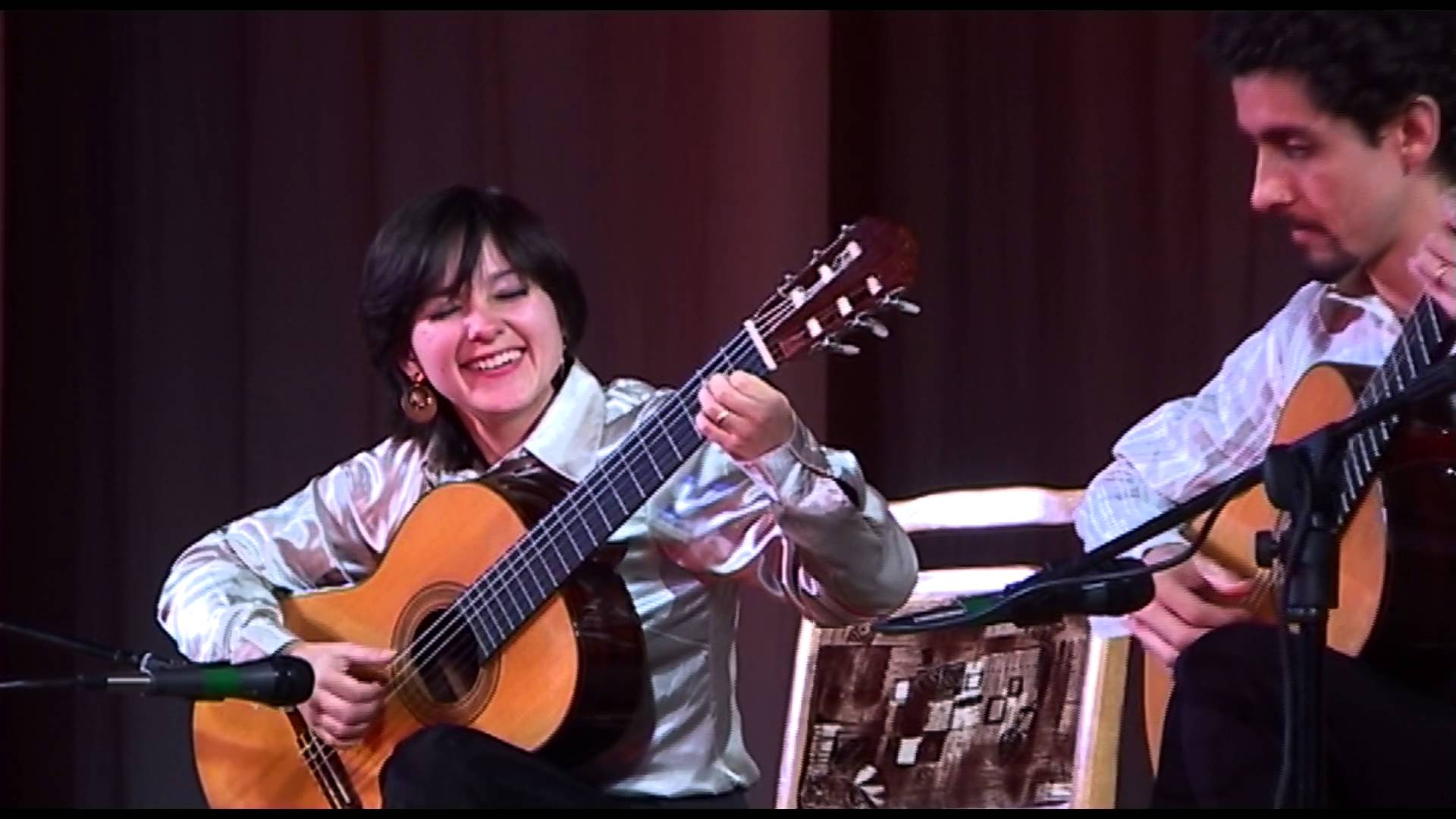 めくるめく躍動感と色彩感! Duo Siqueira Limaが弾くパウエルの『ビリンバウ』